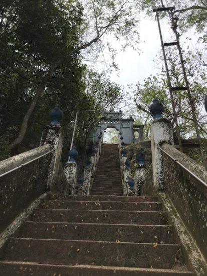 Rock temple階段